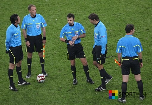 refereeing in football